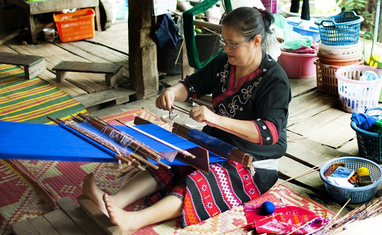 hill tribe weaving class - traditional weaving class Chiang mai