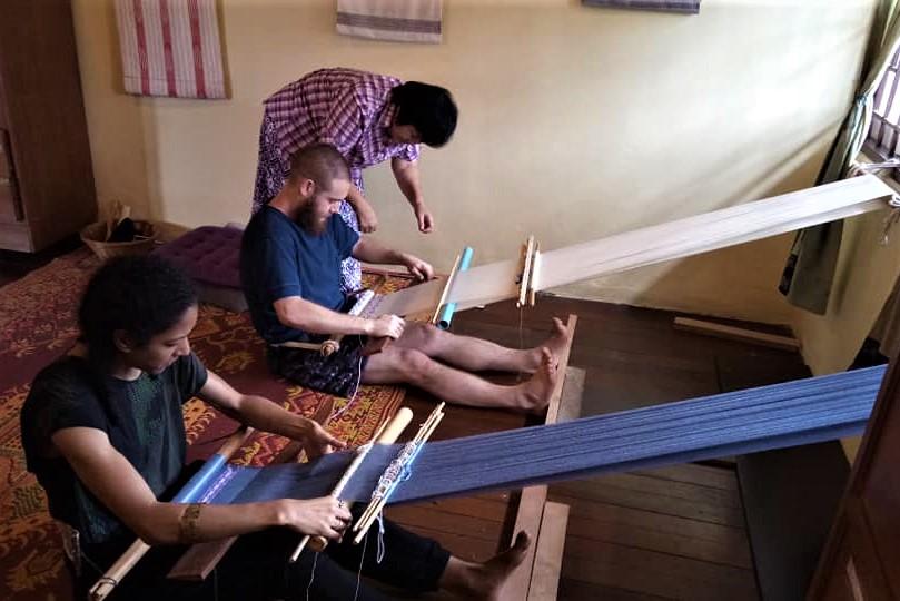 hill-tribe-weaving-class-chiangmai