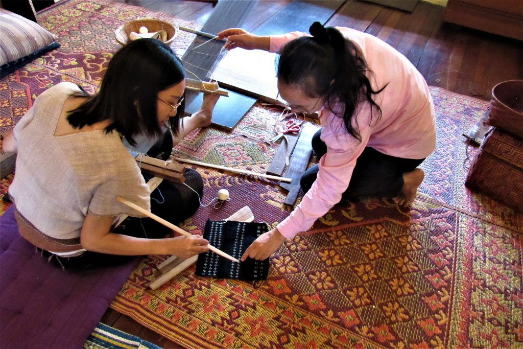learn-traditional-weaving-class-chiangmai