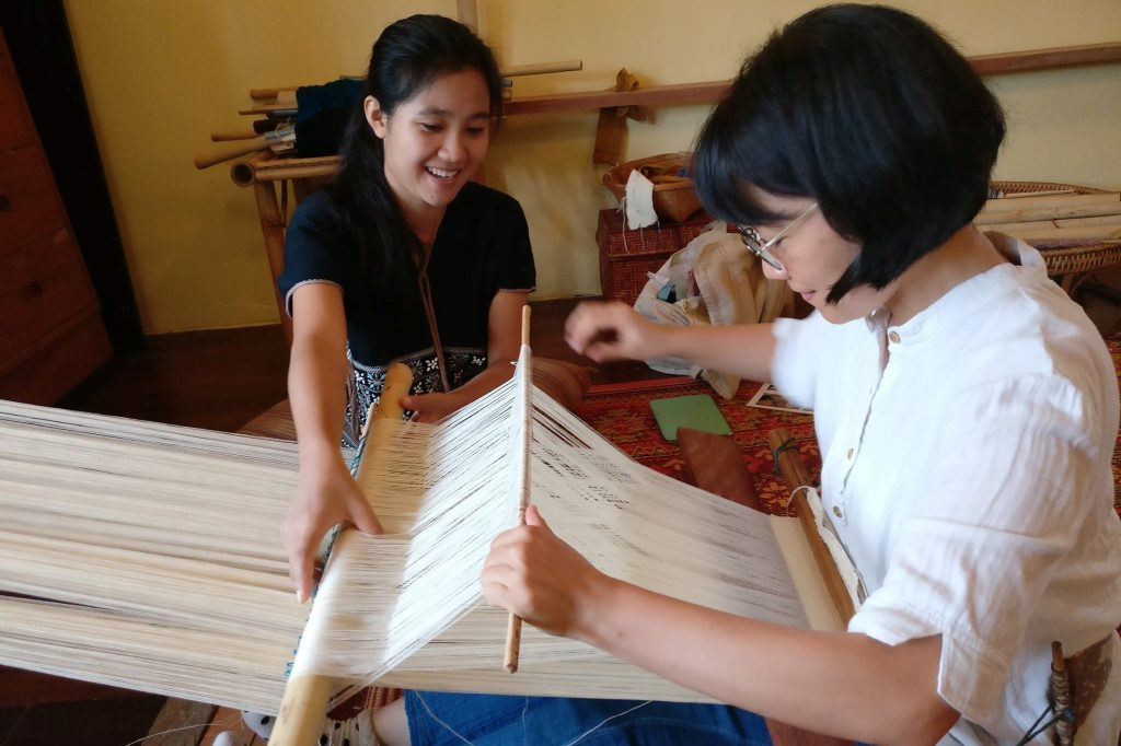 traditional-weaving-class-chiang-mai