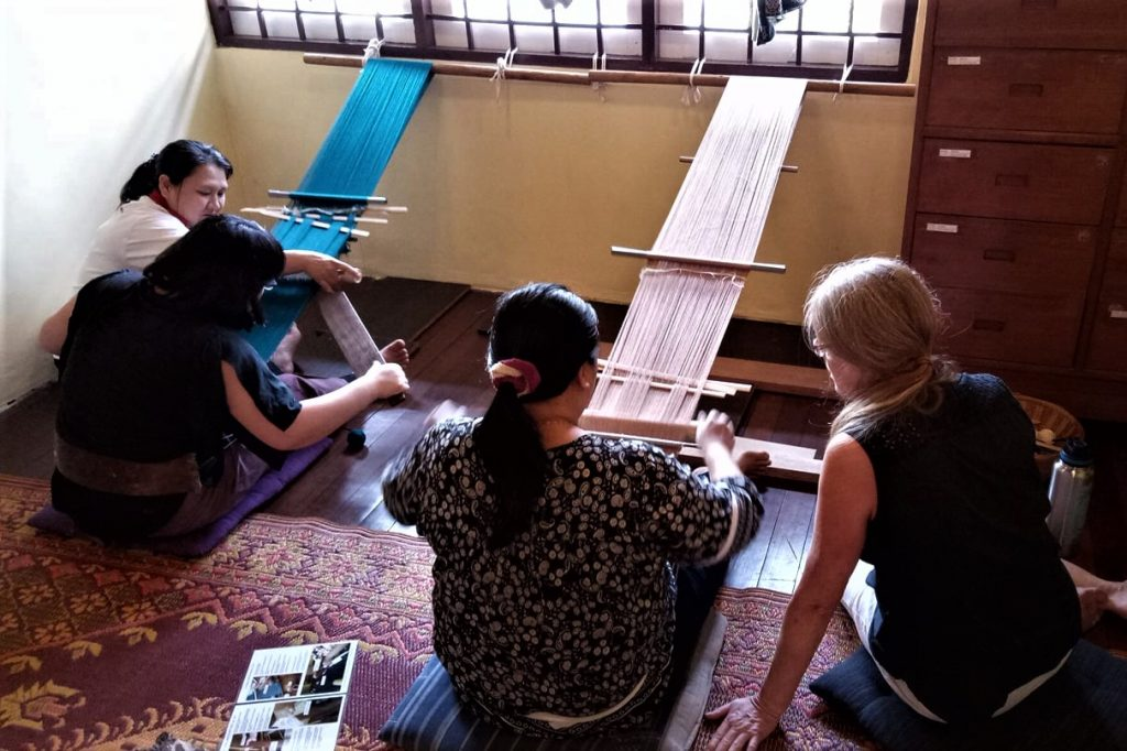 traditional-weaving-class-chiangmai-thailand